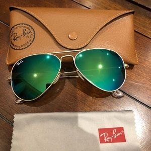 Ray-Ban Aviator sunglasses. RB3025
